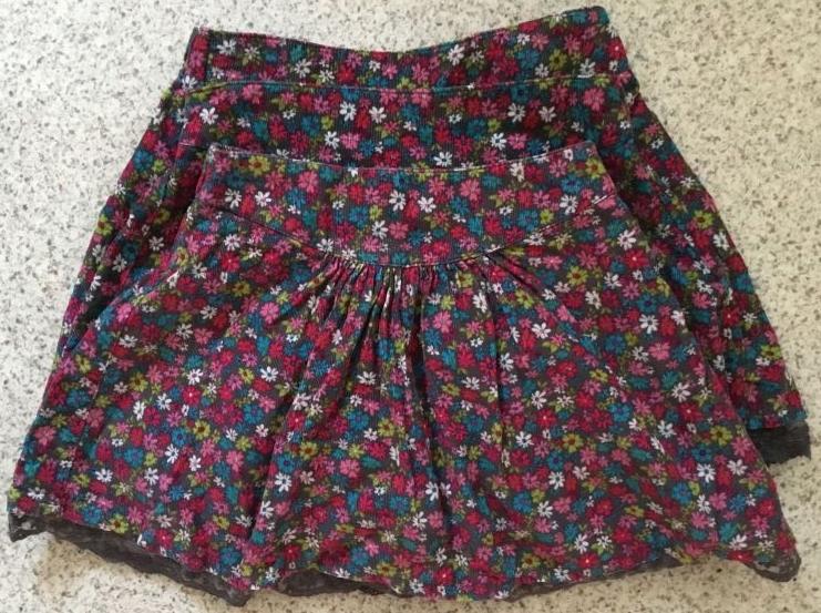 Drei Röcke aus Feincord Gr. 104/116/122 (einfache Bundweite 27/29,5/30,5 cm), hinten mit Gummi, allerdings nicht verstellbar