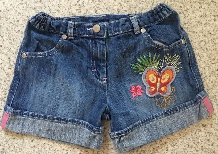 Mädchen-Jeansshorts mit süßer Applikation, verstellbares Taillengummi, Gr. 128, Taillenweite 30 cm